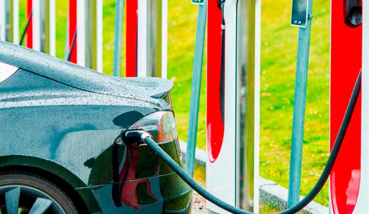Se puede instalar un punto de carga para coche eléctrico en una casa